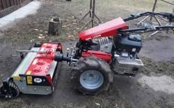 Stroj pro zpracování a úpravu půdy